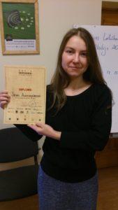 Ieva Tazāne ar diplomu